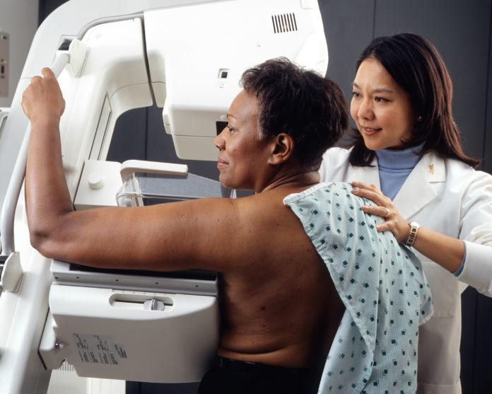 Mammografia – jak przebiega to badanie i kiedy należy je wykonywać?