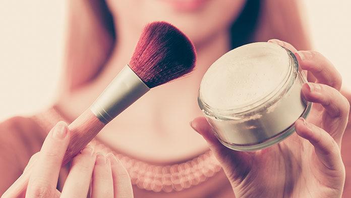 Podstawowe akcesoria do makijażu do pracy